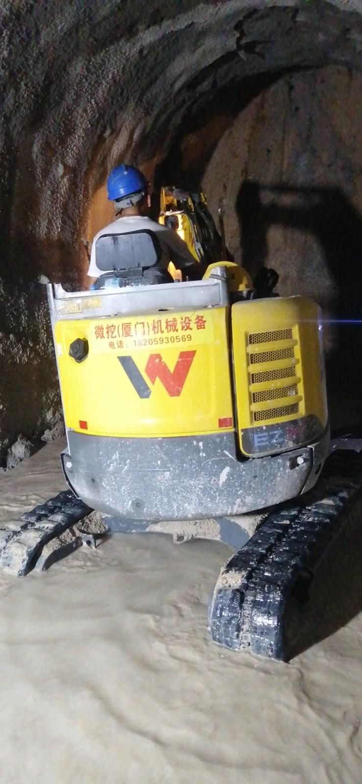 小型挖掘机室内装修 房屋改造 地下室厂房改造拆除敲