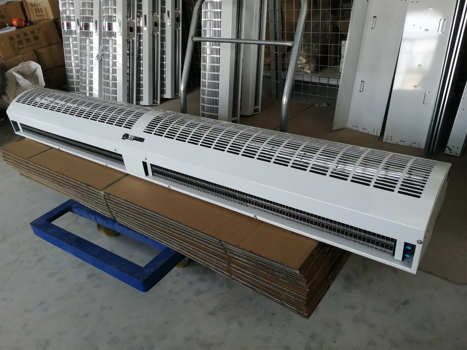 供应1.8米大风量风幕机 防尘隔热防蚊蝇贯流式风幕机 热水空气幕 离子风幕机 空气能和空气源